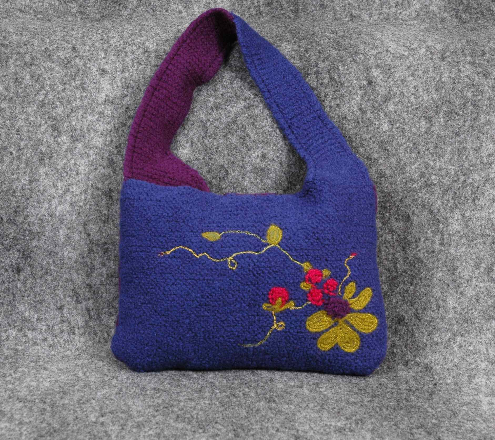 Woolen Crochet Purse : Home ? Purses ? Two-toned Knitted Wool Felted Purse